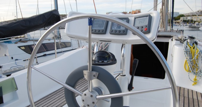 Rental Sailboat in Frioul Islands - Jeanneau Sun Odyssey 32.2