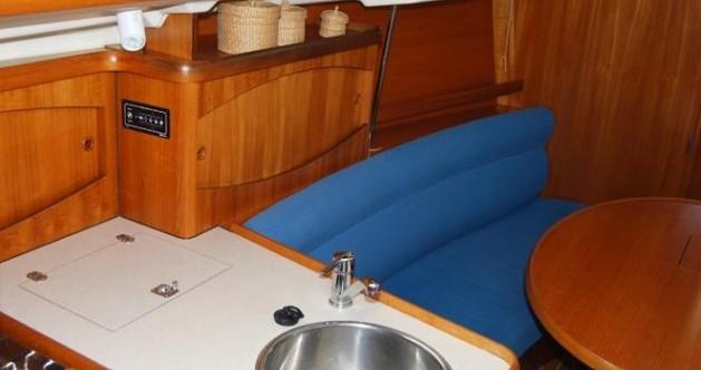 Boat rental Frioul Islands cheap Sun Odyssey 32.2