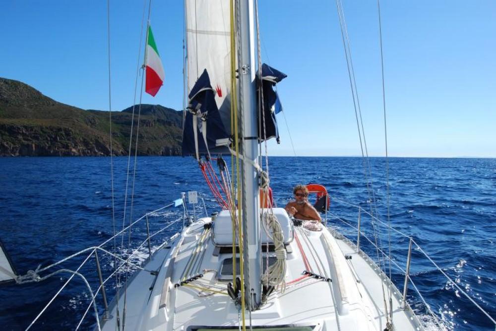 Boat rental Jeanneau Sun Odyssey 32.2 in Marseille on Samboat