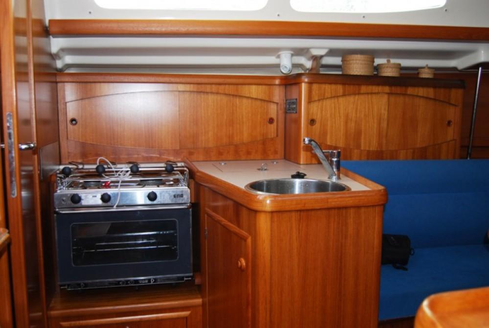Rental yacht Marseille - Jeanneau Sun Odyssey 32.2 on SamBoat