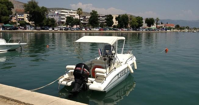 Rental Motorboat in Agay - Plastimo Sharck