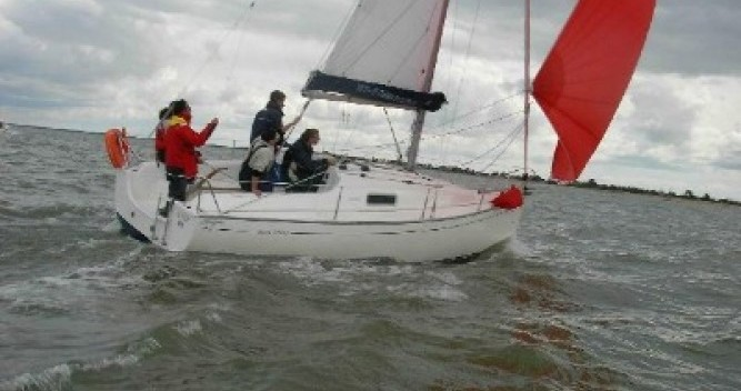Boat rental Jeanneau Sun 2500 in La Trinité-sur-Mer on Samboat