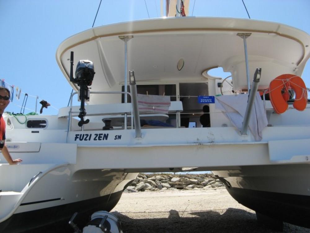 Boat rental Fountaine Pajot Lipari 41 in Marseille on Samboat