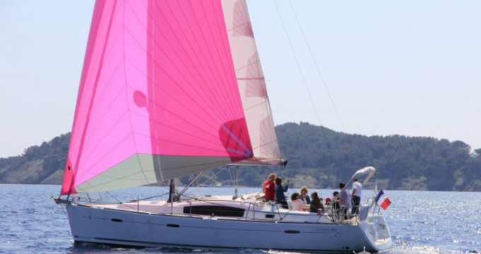 Rental Sailboat in La Ciotat - Bénéteau Oceanis 40