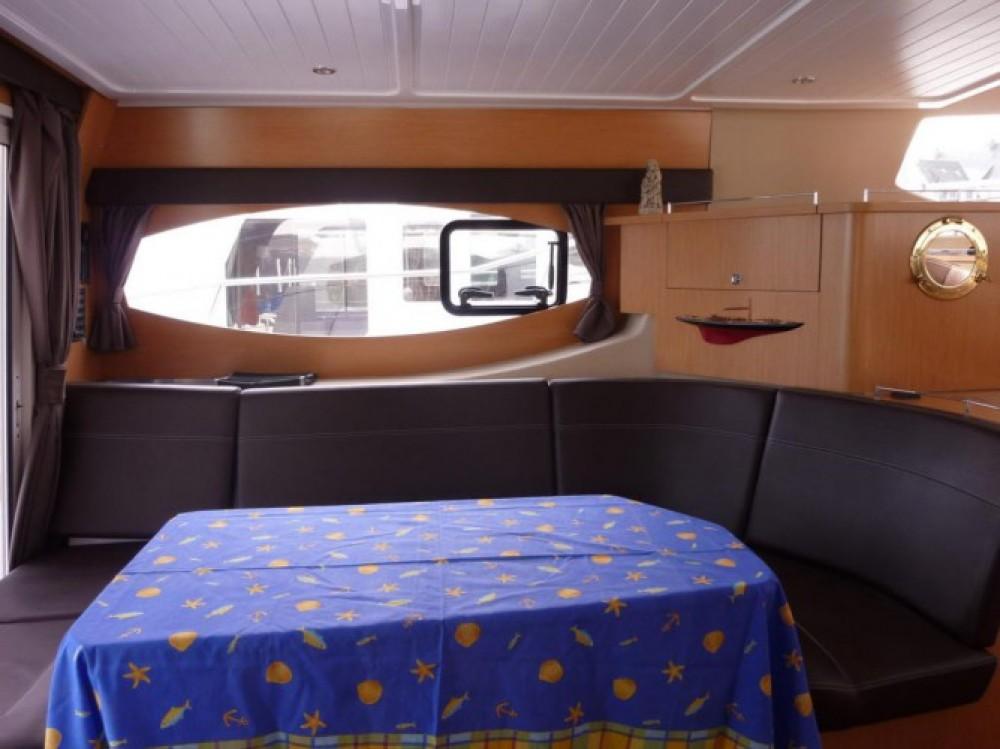 Rental Motor boat in La Trinité-sur-Mer - Fountaine Pajot Summerland 40