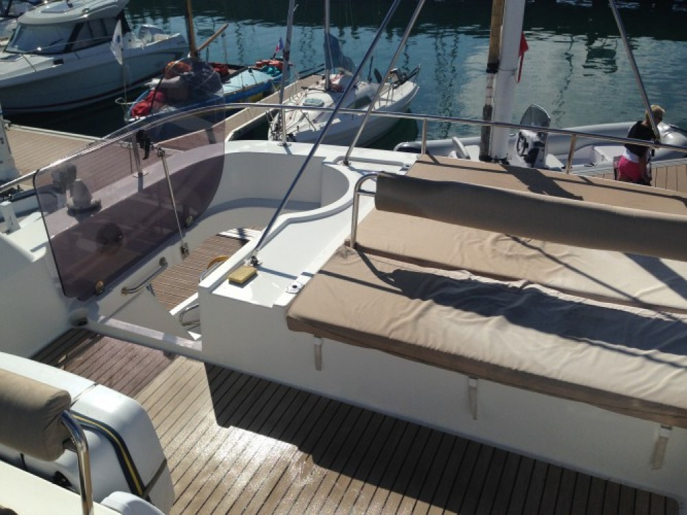 Motor boat for rent La Trinité-sur-Mer at the best price