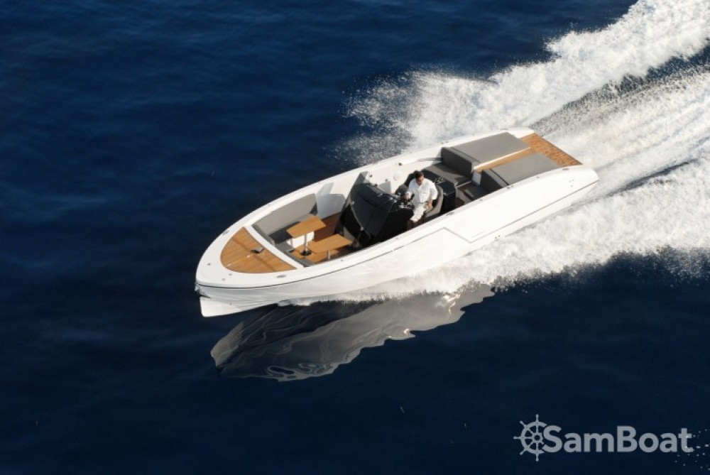 Hire Motor boat with or without skipper Frauscher Saint-Tropez