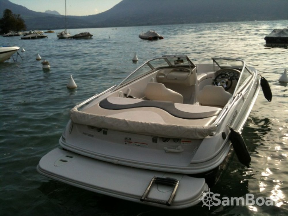 Rental Motor boat Glastron with a permit
