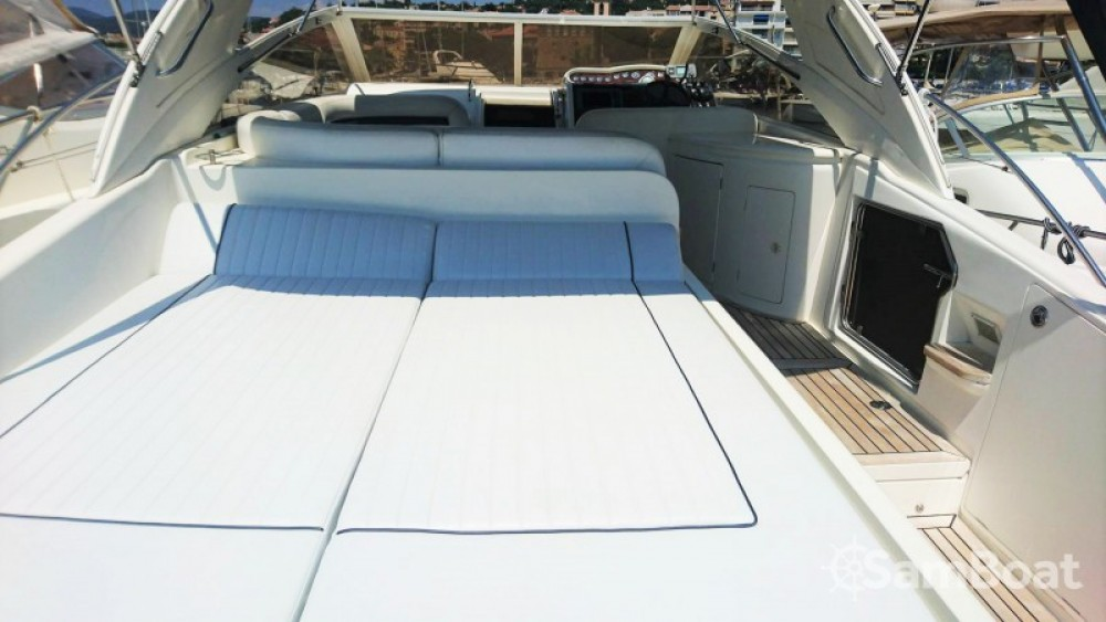 Motor boat for rent Sainte-Maxime at the best price