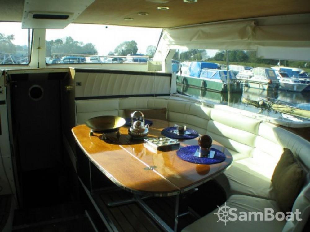 Boat rental  cheap Houseboat