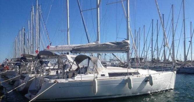Rental yacht Toulon - Bénéteau Oceanis 37 on SamBoat