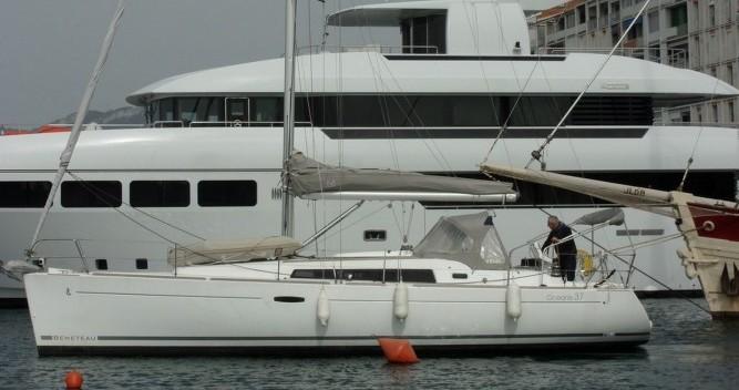 Rent a Bénéteau Oceanis 37 Toulon