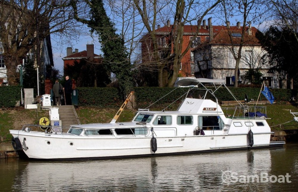 Boat rental Waddencruiser Vedette Hollandaise in Paris on Samboat
