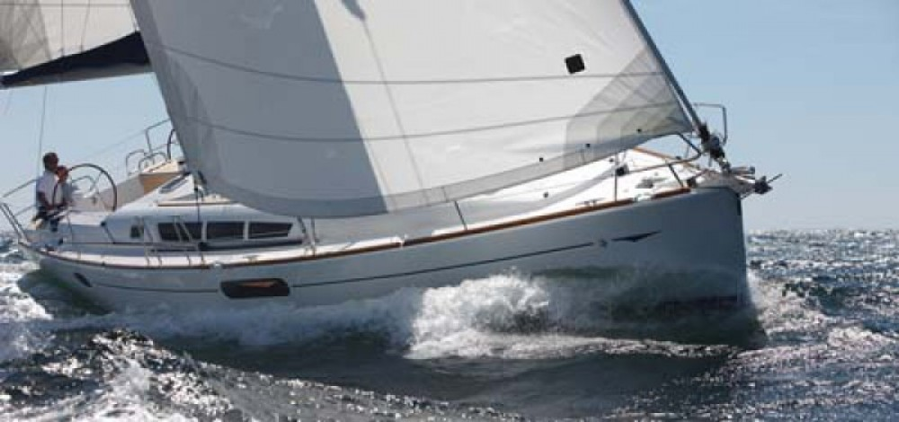 Hire Sailboat with or without skipper Jeanneau Port Diélette
