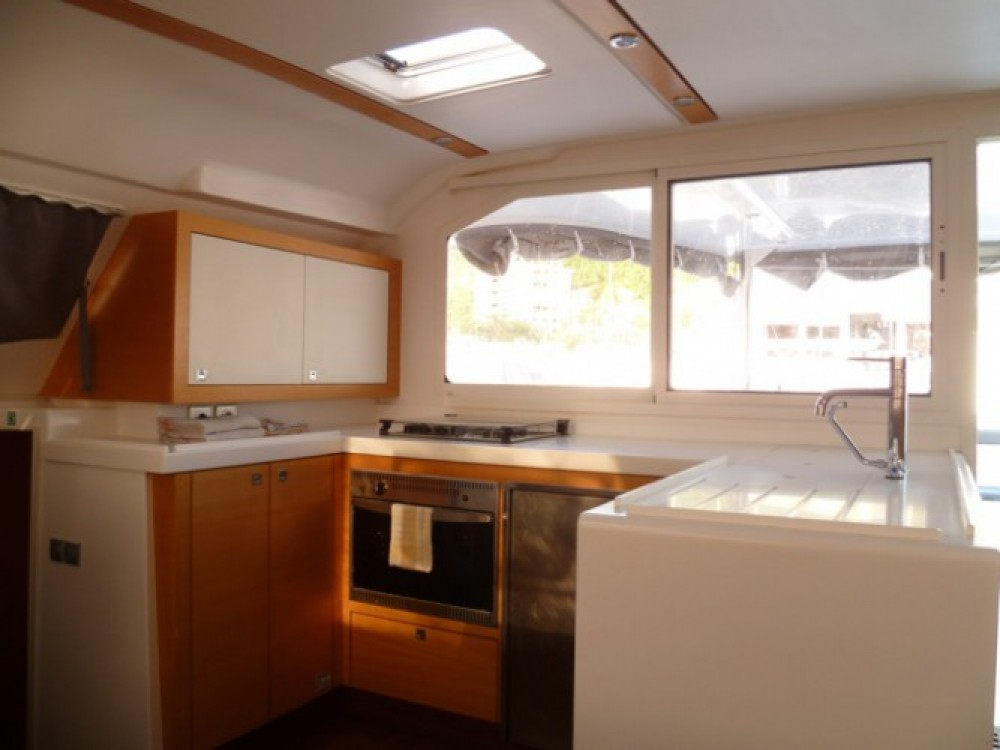 Rental Catamaran in Martinique - Nautitech Nautitech 482