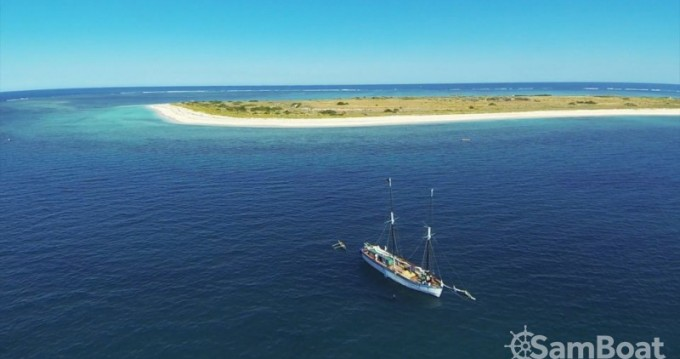 Sailboat for rent Toliara at the best price