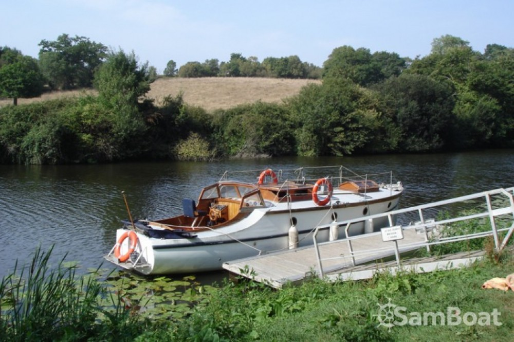Boat rental Fox-And-Sons gentleman launch in Nantes on Samboat