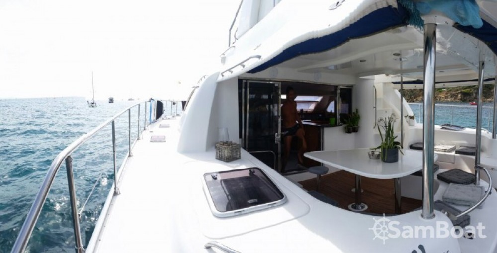 Rental yacht Bormes-les-Mimosas - Robertson and Caine Leopard 47 PC on SamBoat