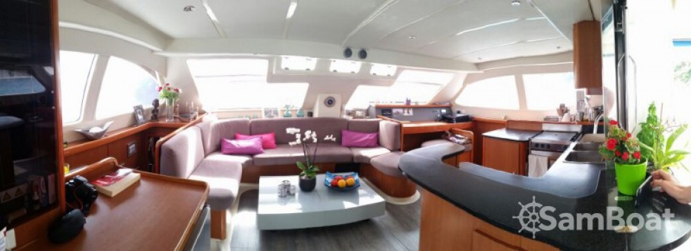 Boat rental Robertson and Caine Leopard 47 PC in Bormes-les-Mimosas on Samboat