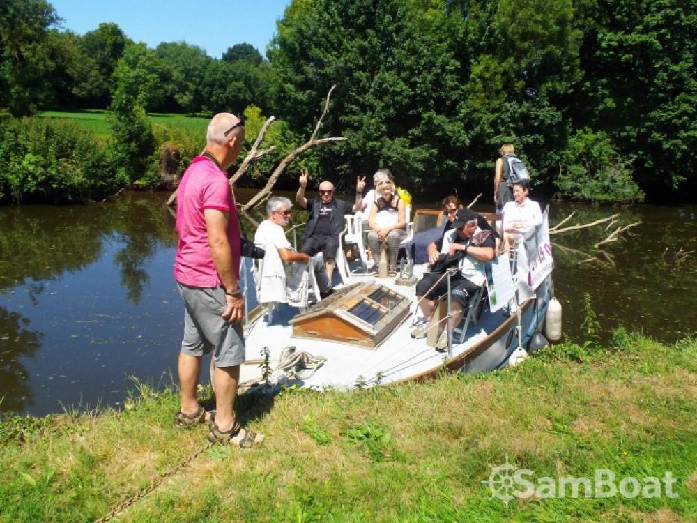 Boat rental Nantes cheap gentleman launch