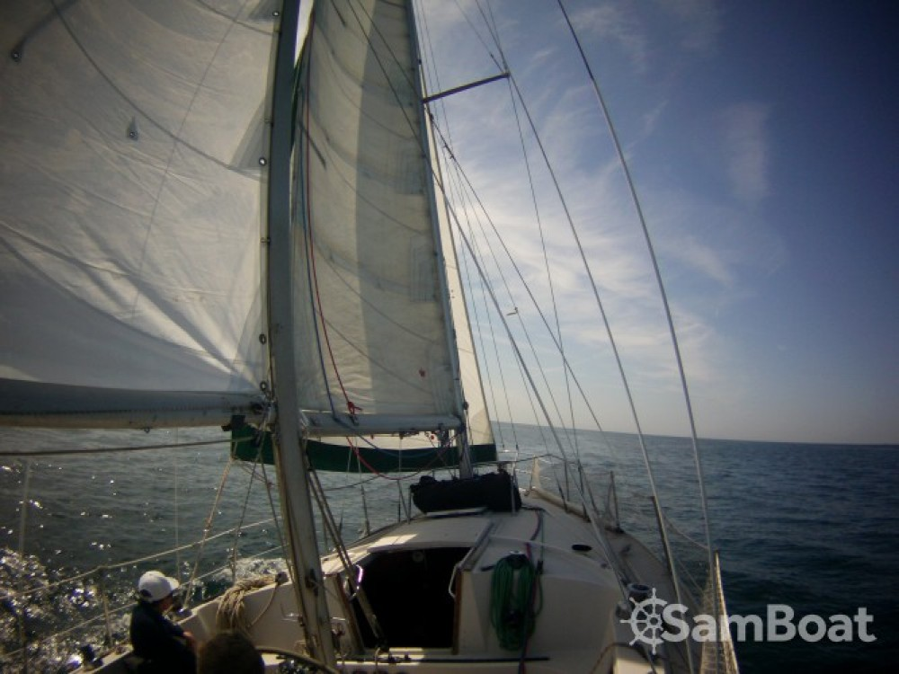 Jeanneau Gin Fizz Ketch between personal and professional