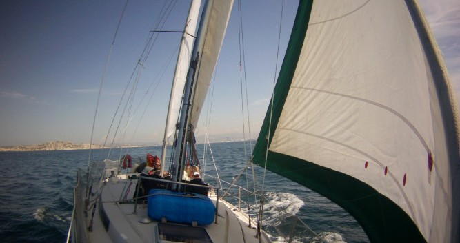 Jeanneau Gin Fizz Ketch between personal and professional Saint-Malo