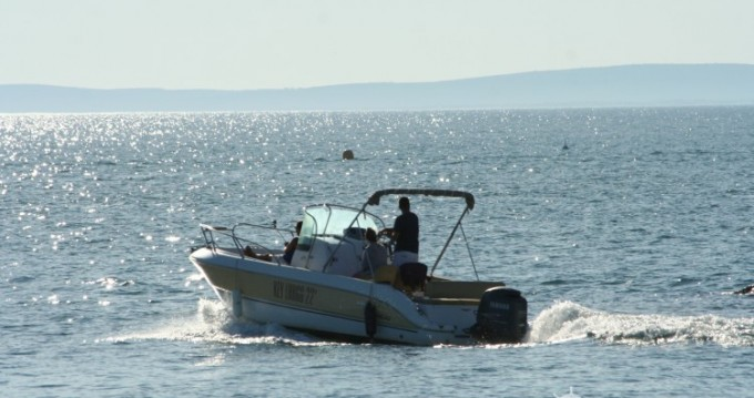 Motorboat for rent Le Grau-d'Agde at the best price