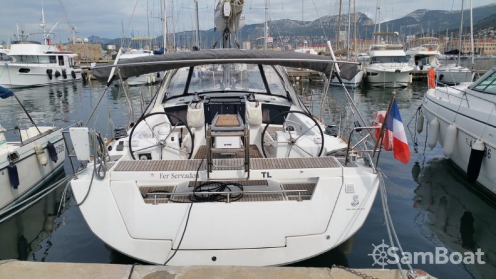 Rent a Bénéteau Oceanis 41 Toulon