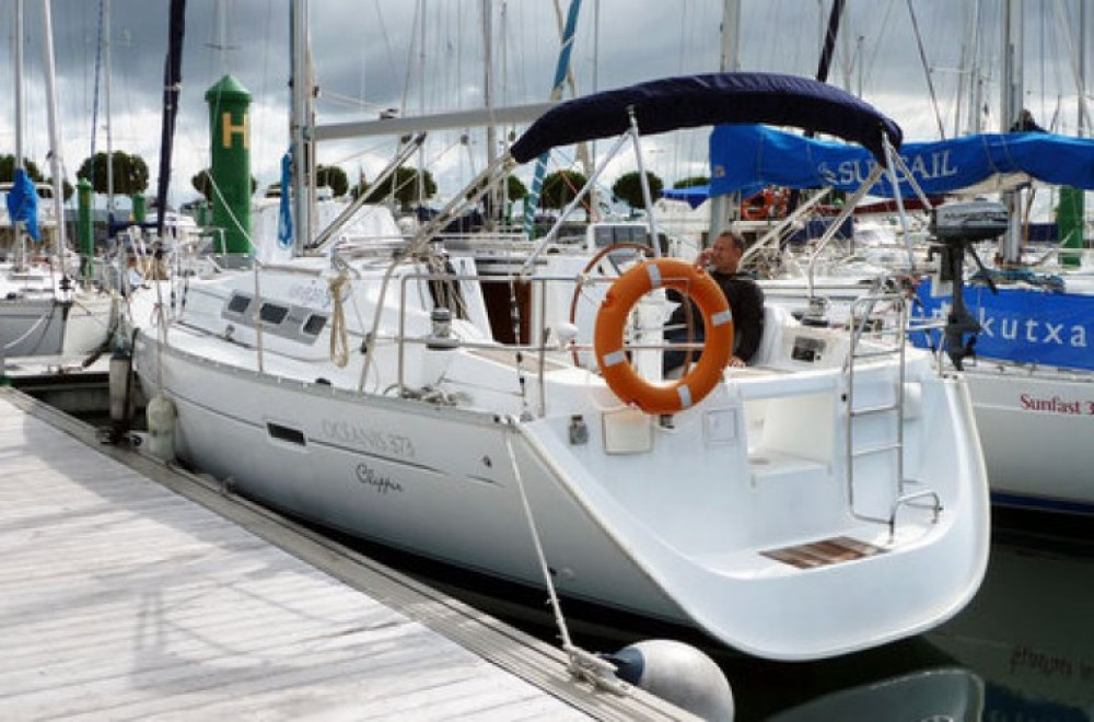 Hire Sailboat with or without skipper Bénéteau Fontarrabie