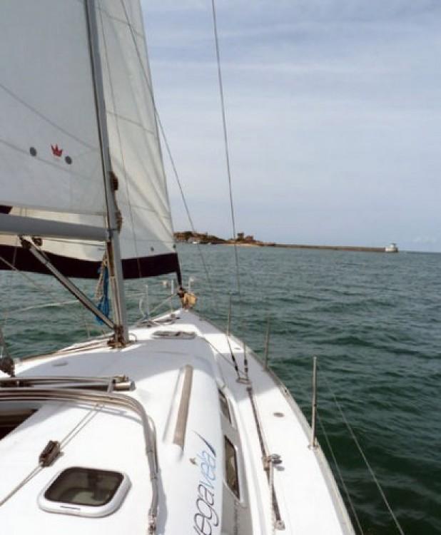 Rent a Bénéteau Oceanis 373 Fontarrabie
