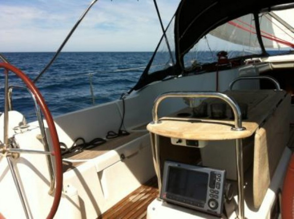 Jeanneau Sun Odyssey 44i Performance between personal and professional Saint-Mandrier-sur-Mer