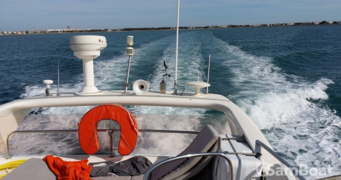 Hire Motorboat with or without skipper Azimut Port-Camargue