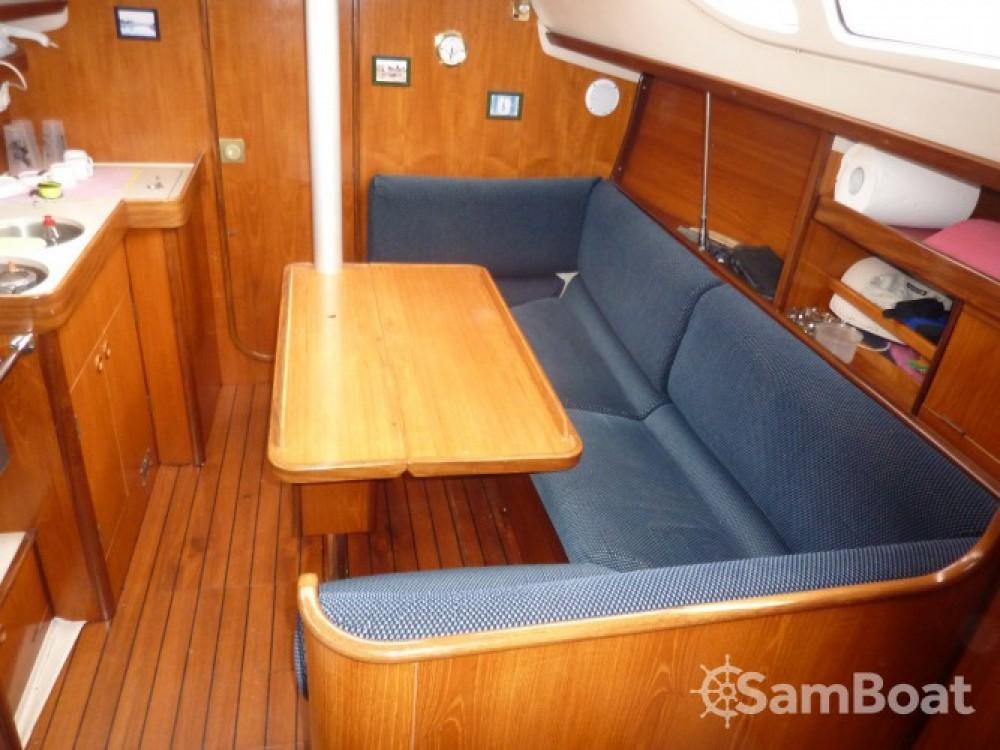 Rental yacht Royan - Bénéteau Oceanis 320 on SamBoat