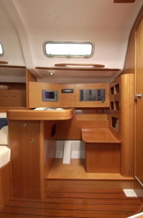 Rental yacht La Trinité-sur-Mer - Bénéteau First 36.7 on SamBoat