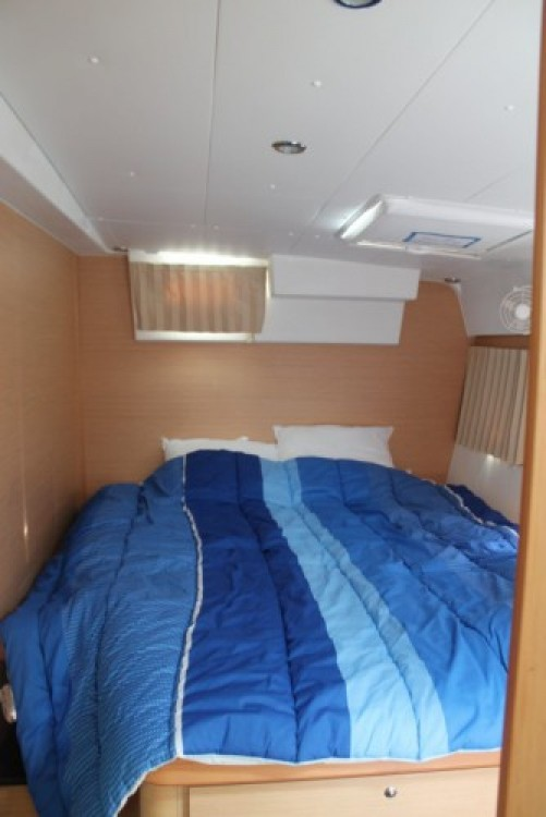 Rental Catamaran in Antibes - Lagoon Lagoon 420