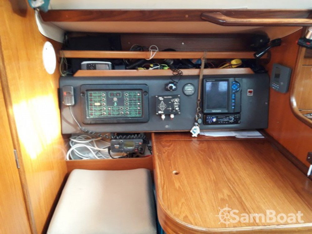 Hire Sailboat with or without skipper Bénéteau Royan
