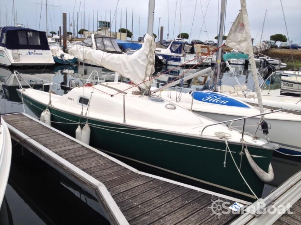 Boat rental Jeanneau Sun 2000 in Arcachon on Samboat