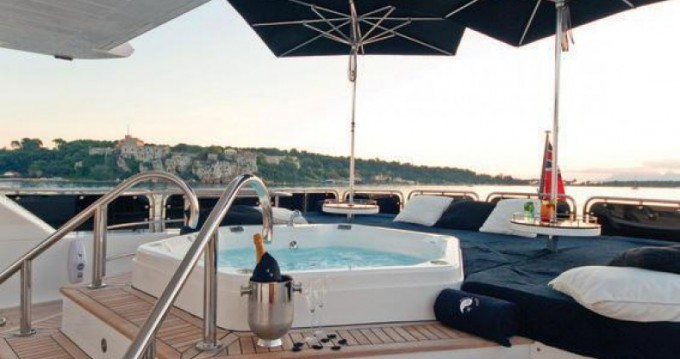 Hire Yacht with or without skipper Sunseeker Antibes