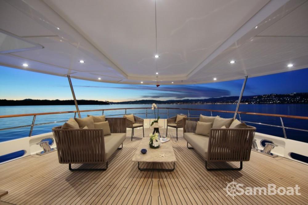 Boat rental Lynx-Yachts Lynx in Vallauris on Samboat