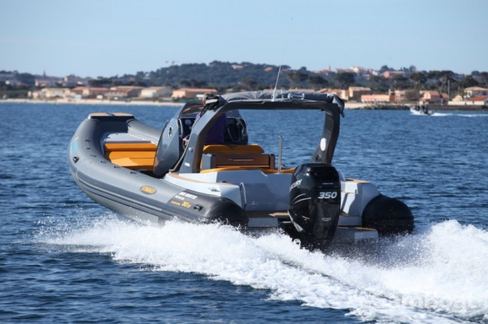 Boat rental Italboats STINGHER 30 GT in Hyères on Samboat