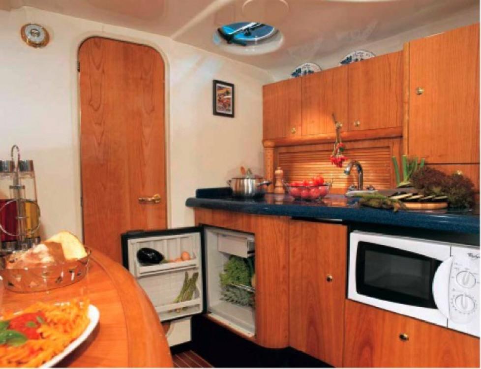 Rental yacht Beaulieu-sur-Mer - Cranchi Zaffiro 34 on SamBoat