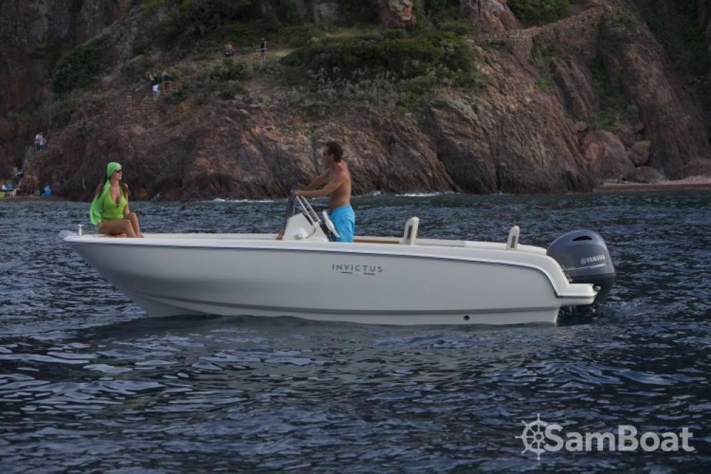 Boat rental Invictus  Invictus 190 FX in Saint-Laurent-du-Var on Samboat