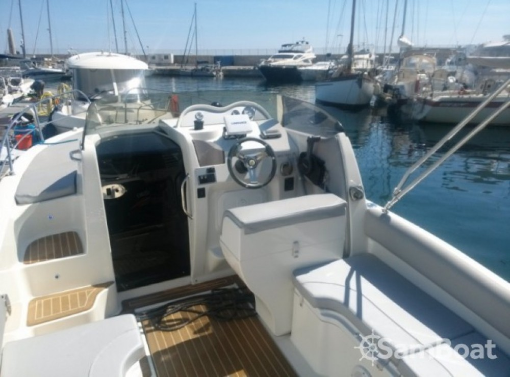 Boat rental Eolo 750 day in Marseille on Samboat