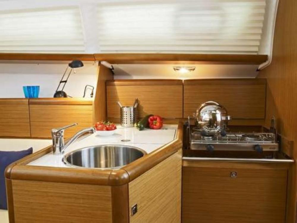 Boat rental Jeanneau Sun Odyssey 30i in Arzon on Samboat