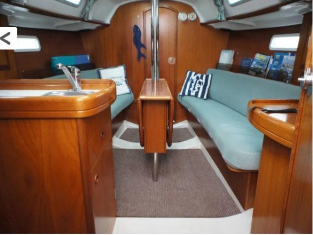 Rental yacht Arzon - Bénéteau Oceanis 311 DL on SamBoat