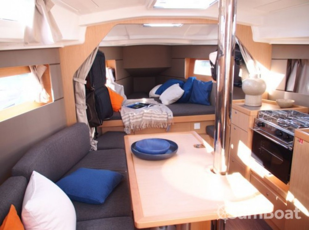 Bénéteau Oceanis 35 between personal and professional Arzon
