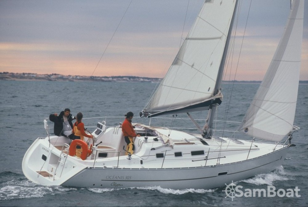 Rental Sailboat in Arzon - Bénéteau Oceanis 323 Clipper