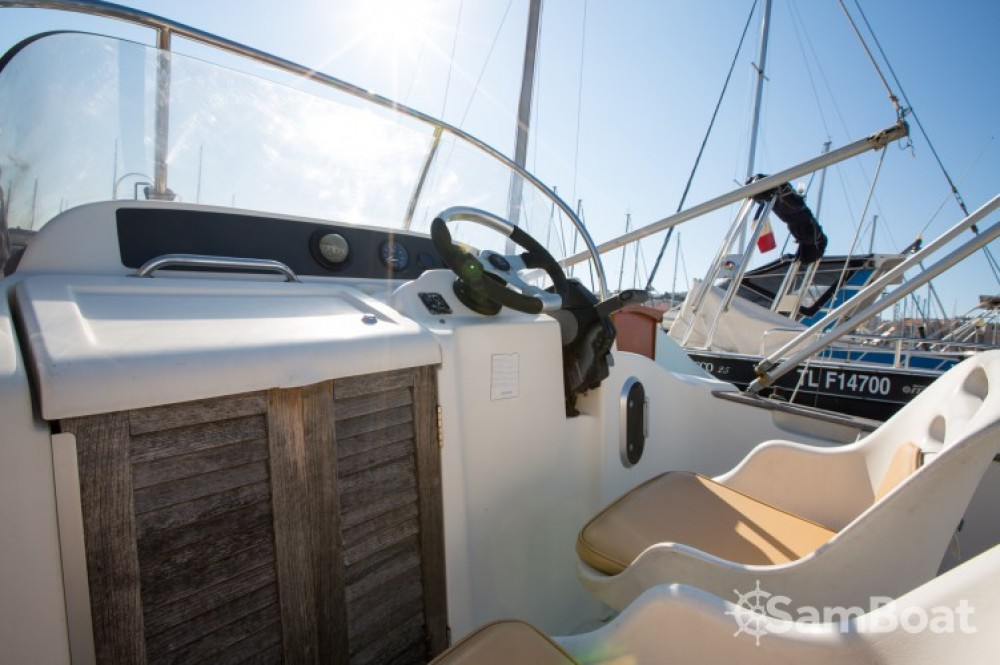 Hire Motor boat with or without skipper Jeanneau Marseille