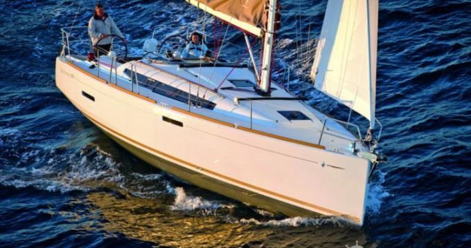 Rental Sailboat in Port du Crouesty - Jeanneau Sun Odyssey 389 DL
