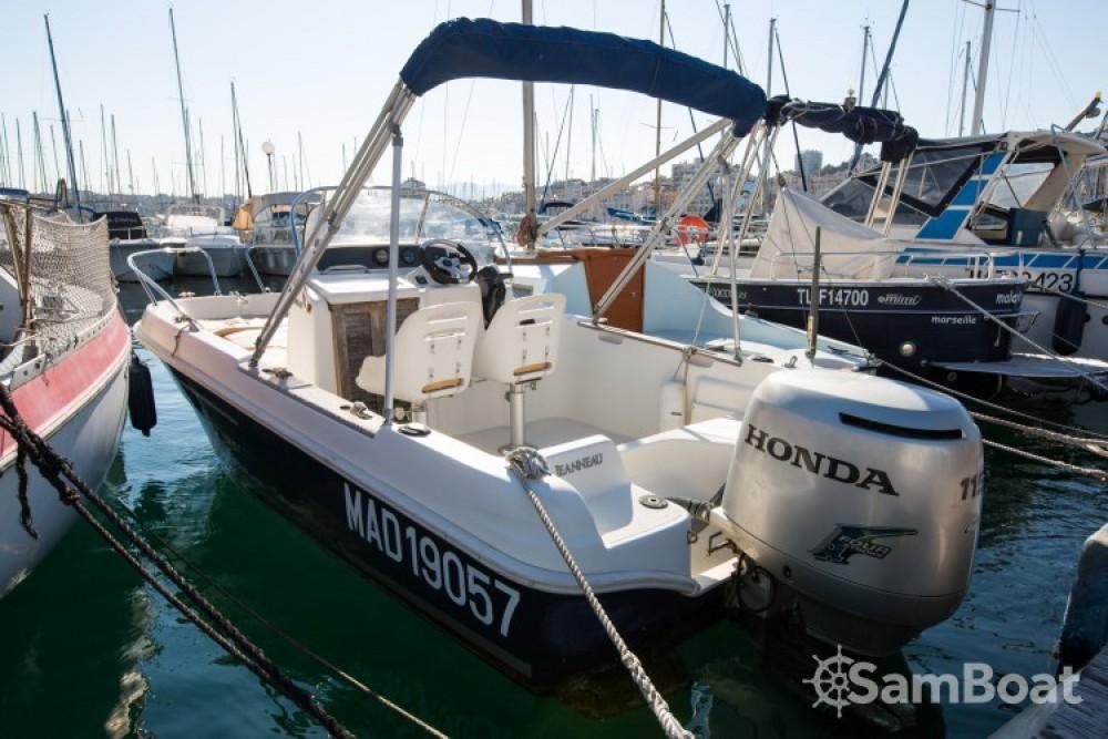 Jeanneau Cap Camarat 545 WA between personal and professional Marseille